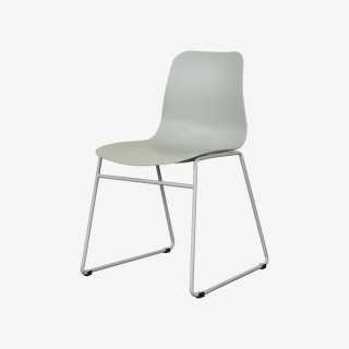 Vue de trois-quarts de la chaise ROLLIER