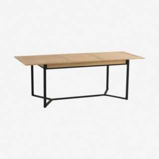Vue de trois-quarts de la table repas KENTON avec allonges