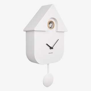 Vue de trois-quarts de l'horloge CUCKOO