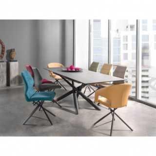 Visuel d'ambiance de la table ATYA avec les chaises et fauteuils LARI