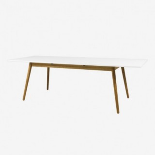 Vue de trois-quarts avec allonge de la table extensible 180 cm DOT