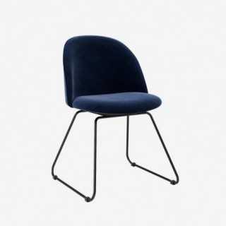 Vue de trois-quarts de la chaise ALLY avec pied LIAM