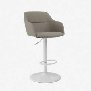 Vue de trois-quarts de la chaise ALLY avec pied TRUMPET