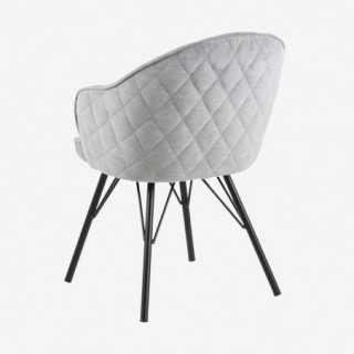 Vue de trois-quarts de dos de la chaise AZIE avec pied métallique noir